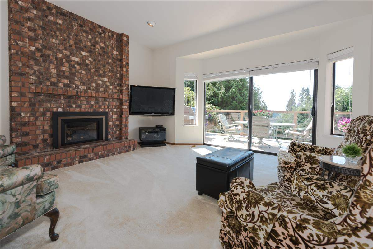 Detached at 2035 HILL DRIVE, North Vancouver, British Columbia. Image 6