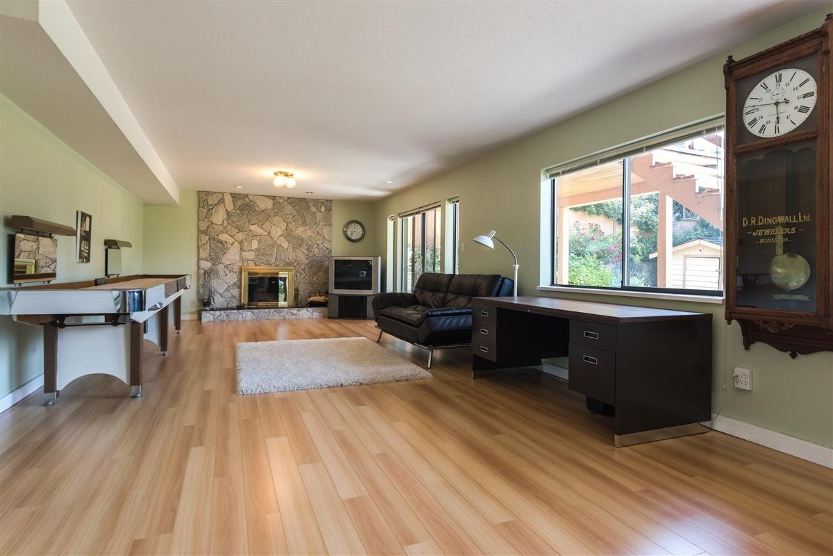 Detached at 2035 HILL DRIVE, North Vancouver, British Columbia. Image 11