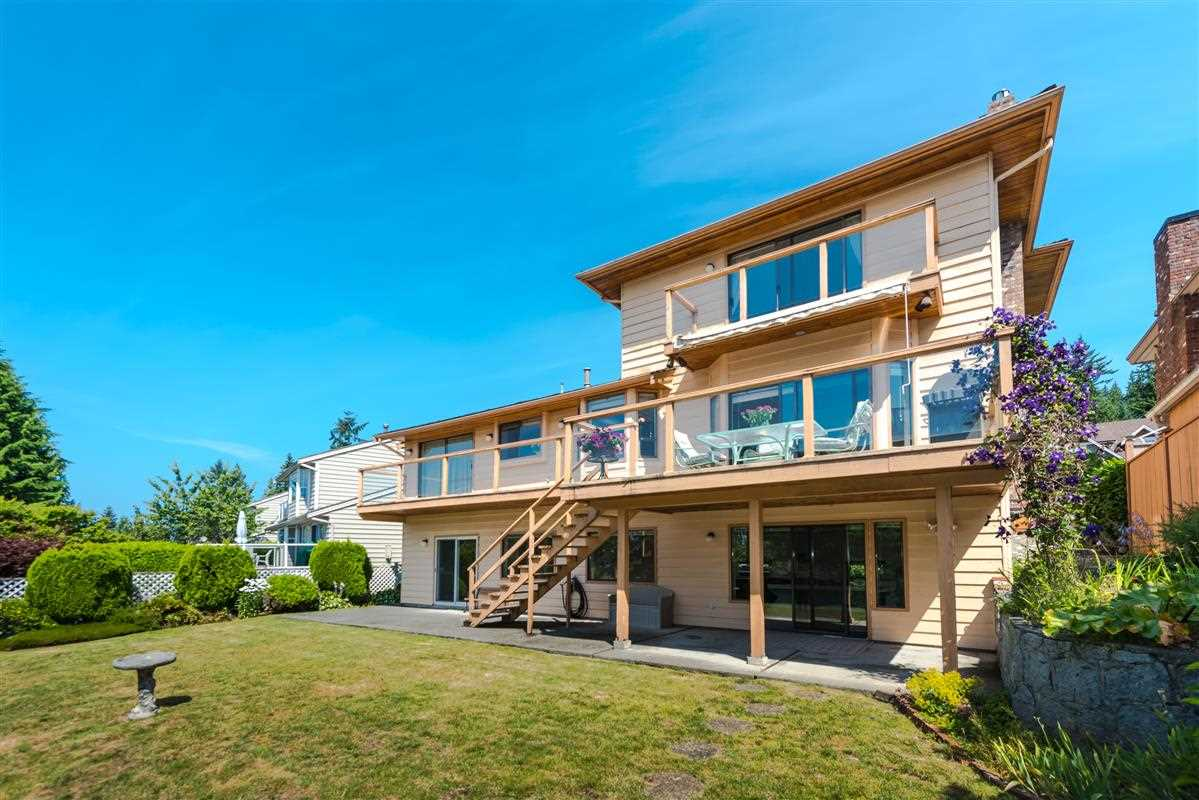 Detached at 2035 HILL DRIVE, North Vancouver, British Columbia. Image 15