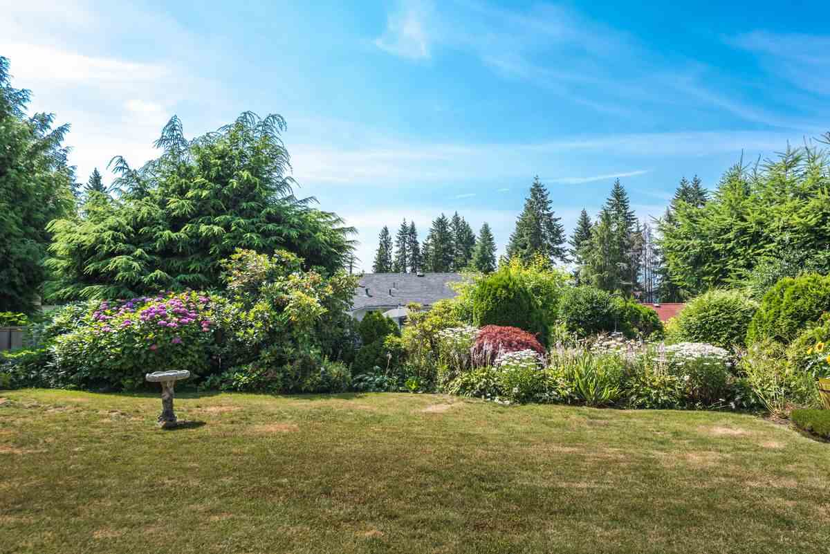Detached at 2035 HILL DRIVE, North Vancouver, British Columbia. Image 20