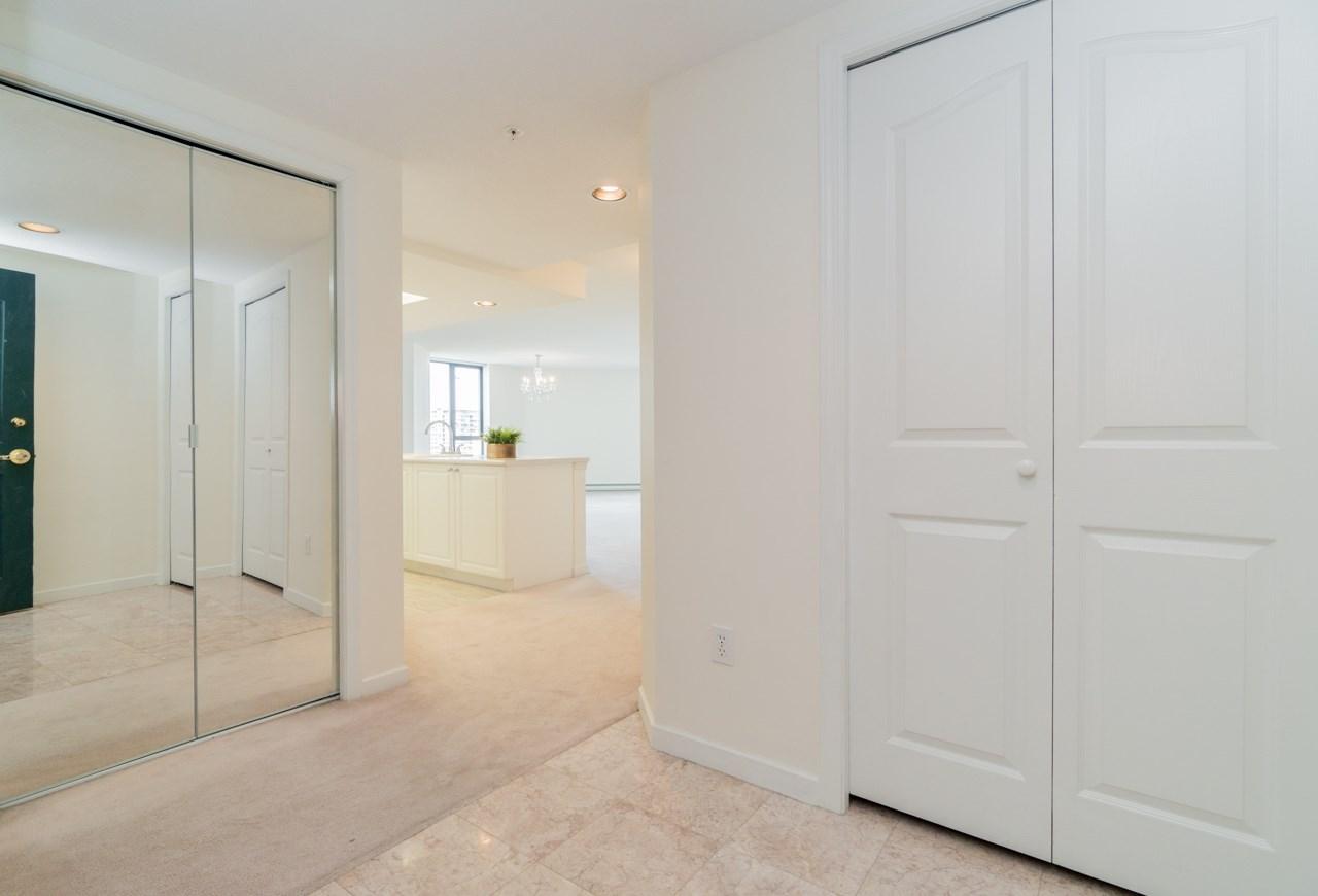 Condo Apartment at 802 6080 MINORU BOULEVARD, Unit 802, Richmond, British Columbia. Image 4