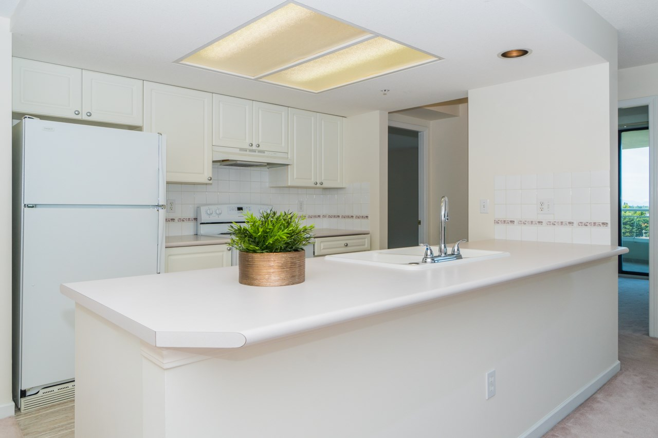 Condo Apartment at 802 6080 MINORU BOULEVARD, Unit 802, Richmond, British Columbia. Image 6