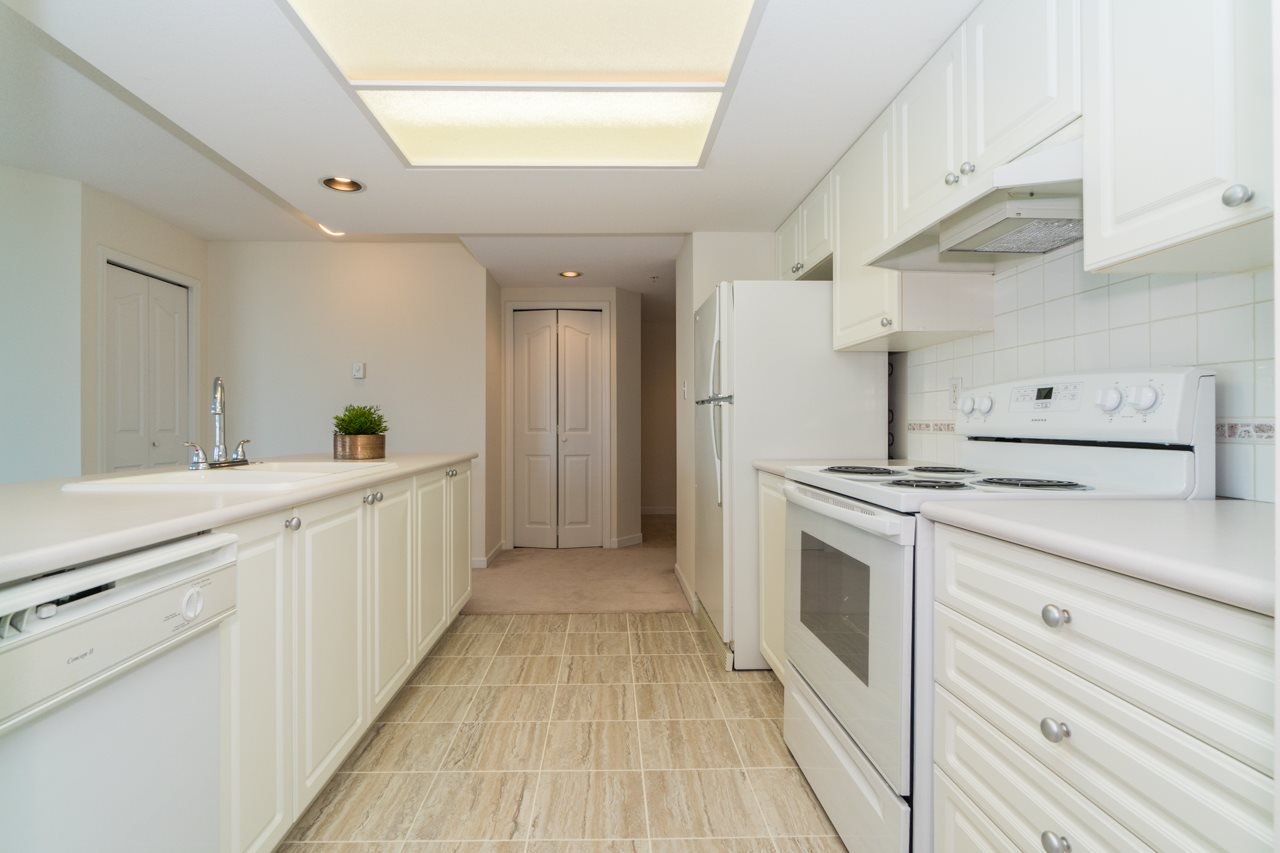Condo Apartment at 802 6080 MINORU BOULEVARD, Unit 802, Richmond, British Columbia. Image 7
