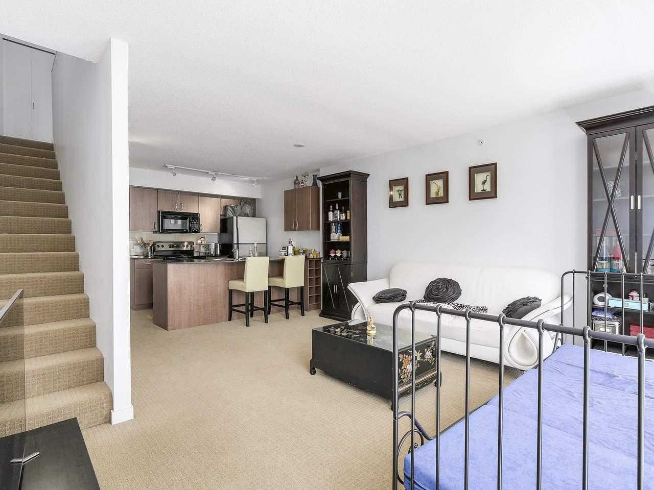 Condo Apartment at 616 610 GRANVILLE STREET, Unit 616, Vancouver West, British Columbia. Image 5