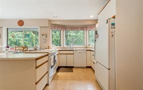 Detached at 5686 KEITH ROAD, West Vancouver, British Columbia. Image 5