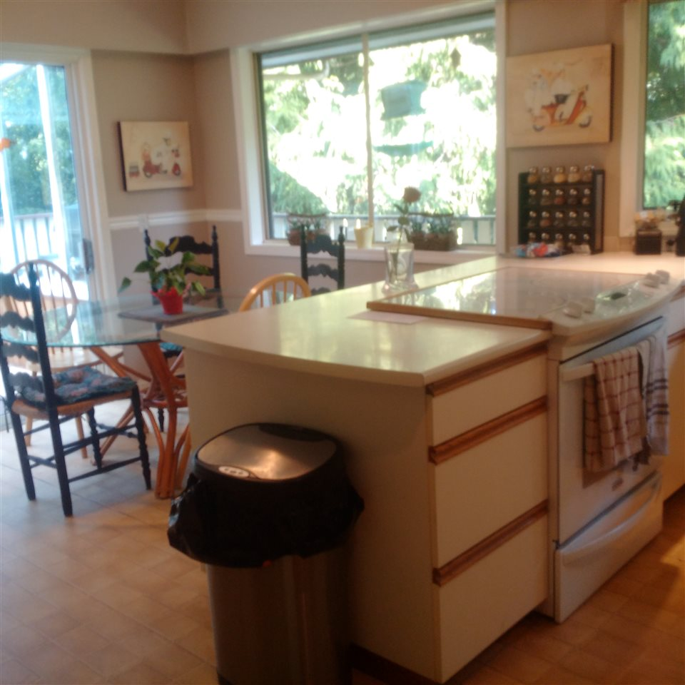 Detached at 5686 KEITH ROAD, West Vancouver, British Columbia. Image 6