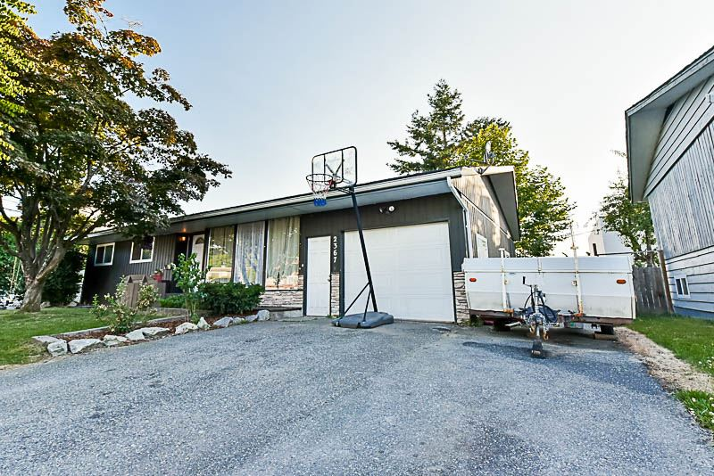 Detached at 2367 SOUTHDALE CRESCENT, Abbotsford, British Columbia. Image 2