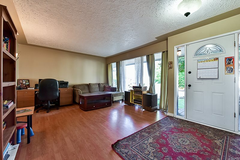 Detached at 2367 SOUTHDALE CRESCENT, Abbotsford, British Columbia. Image 3
