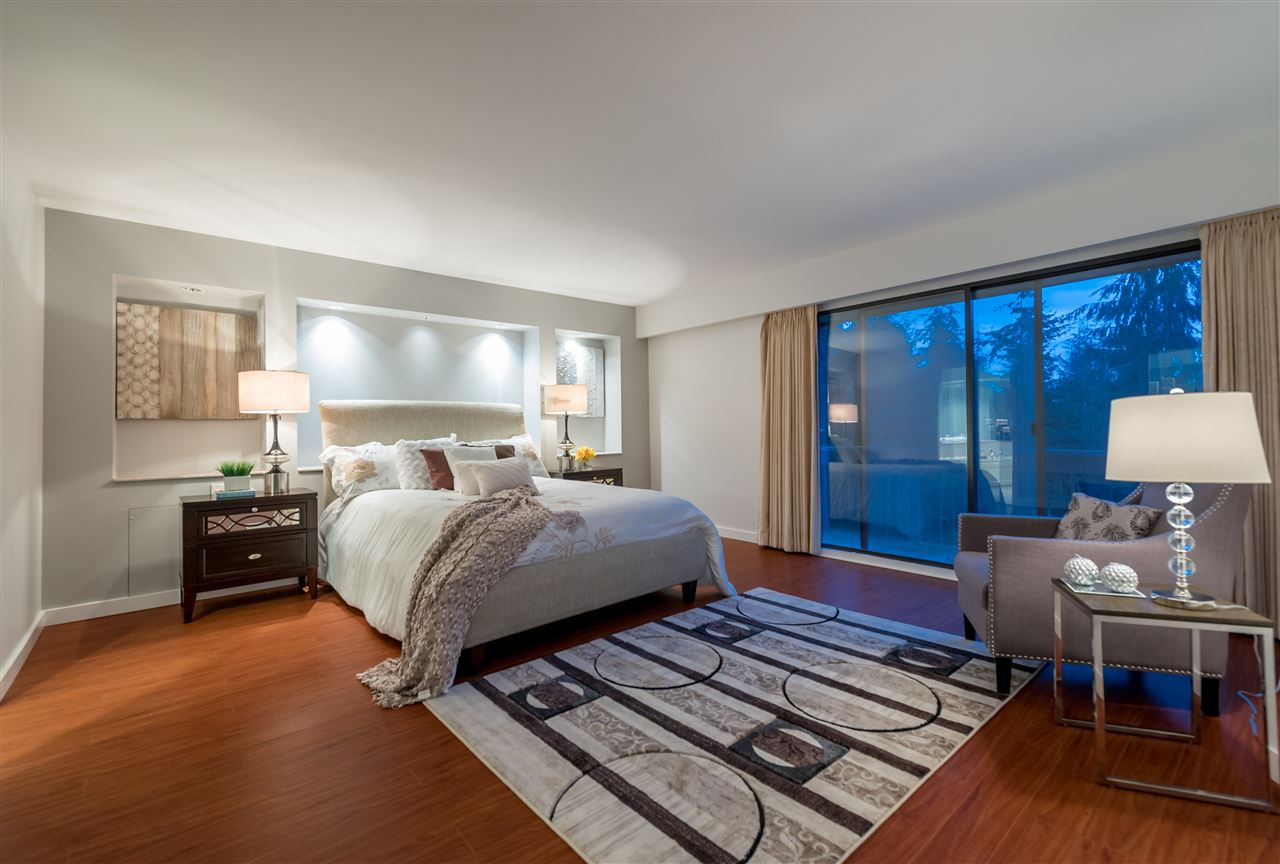 Detached at 1055 ELVEDEN ROW, West Vancouver, British Columbia. Image 13