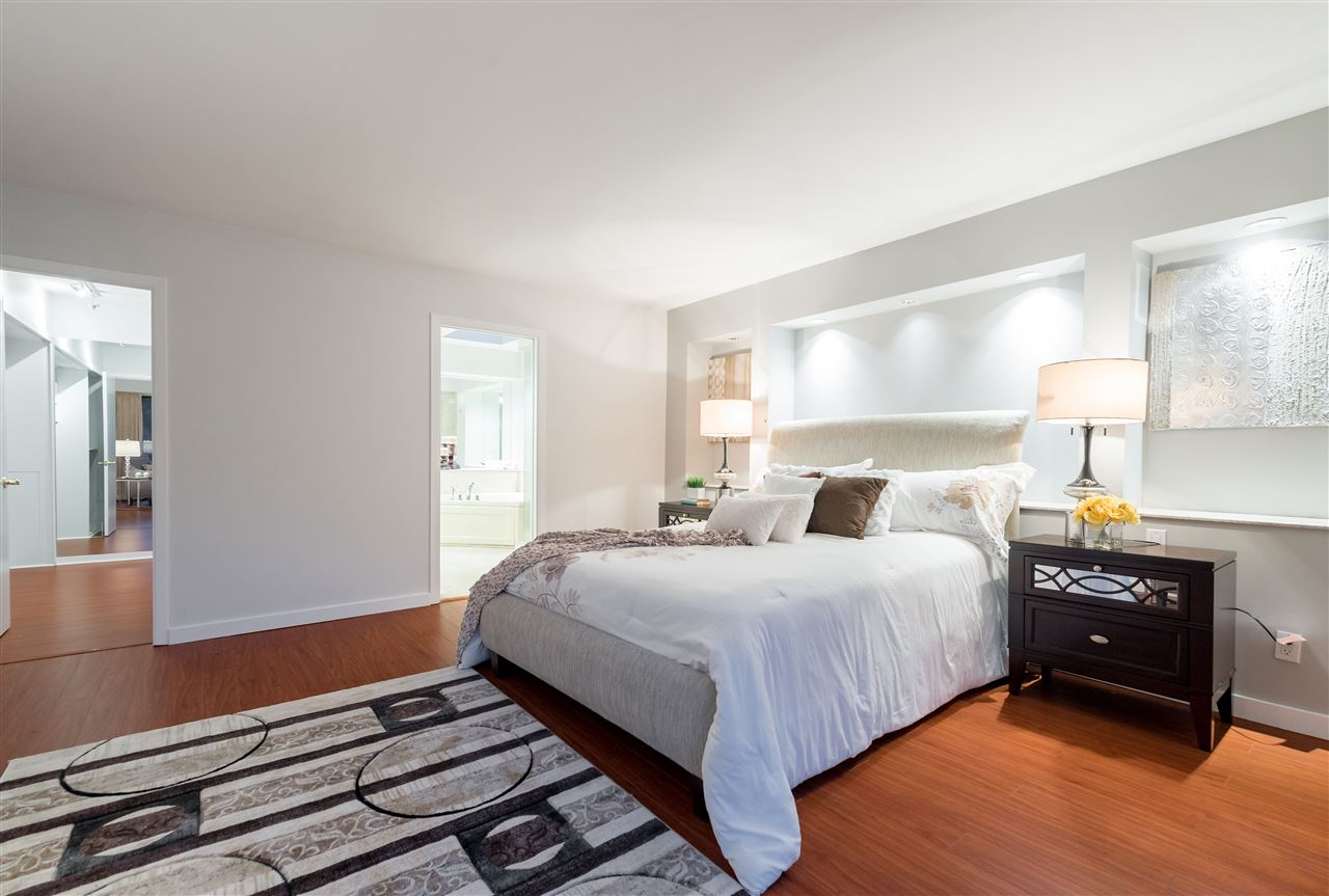 Detached at 1055 ELVEDEN ROW, West Vancouver, British Columbia. Image 14
