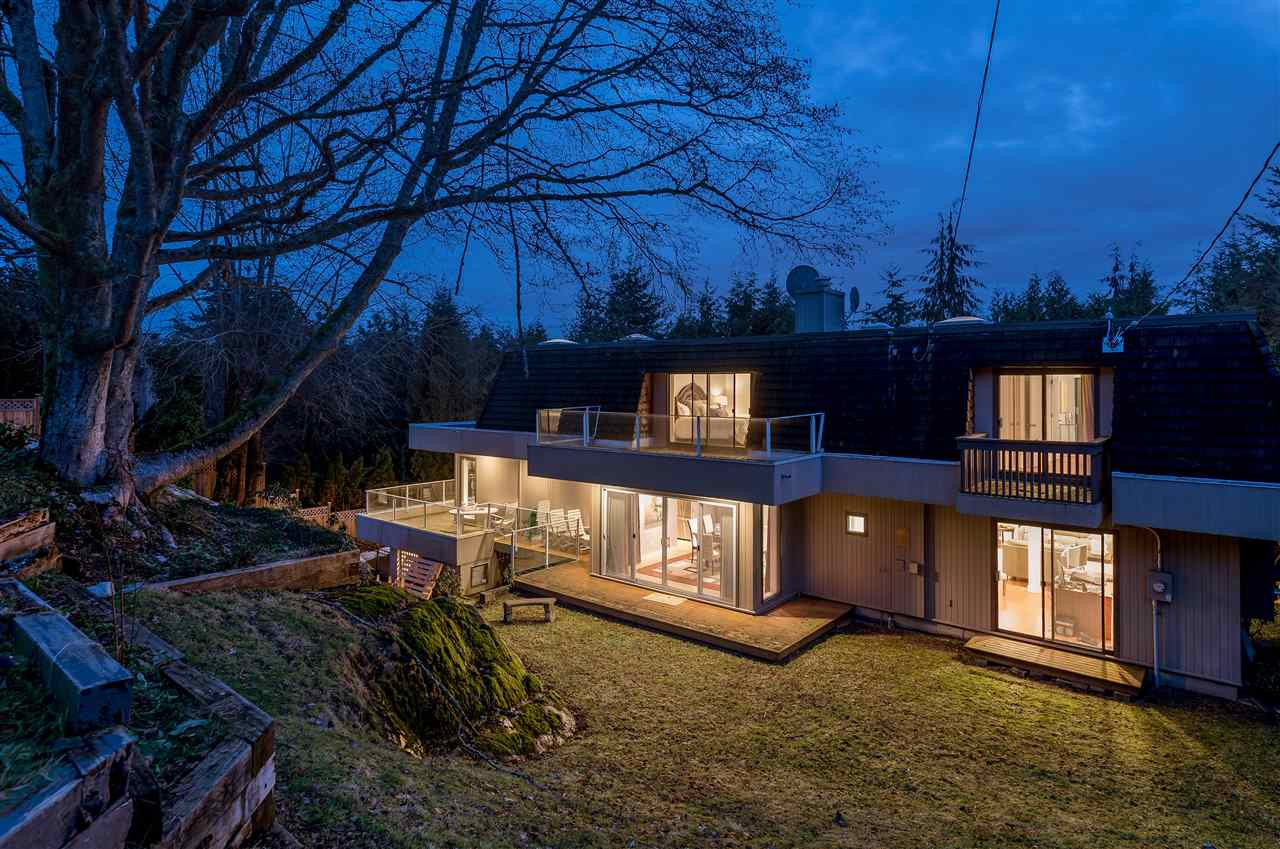 Detached at 1055 ELVEDEN ROW, West Vancouver, British Columbia. Image 18