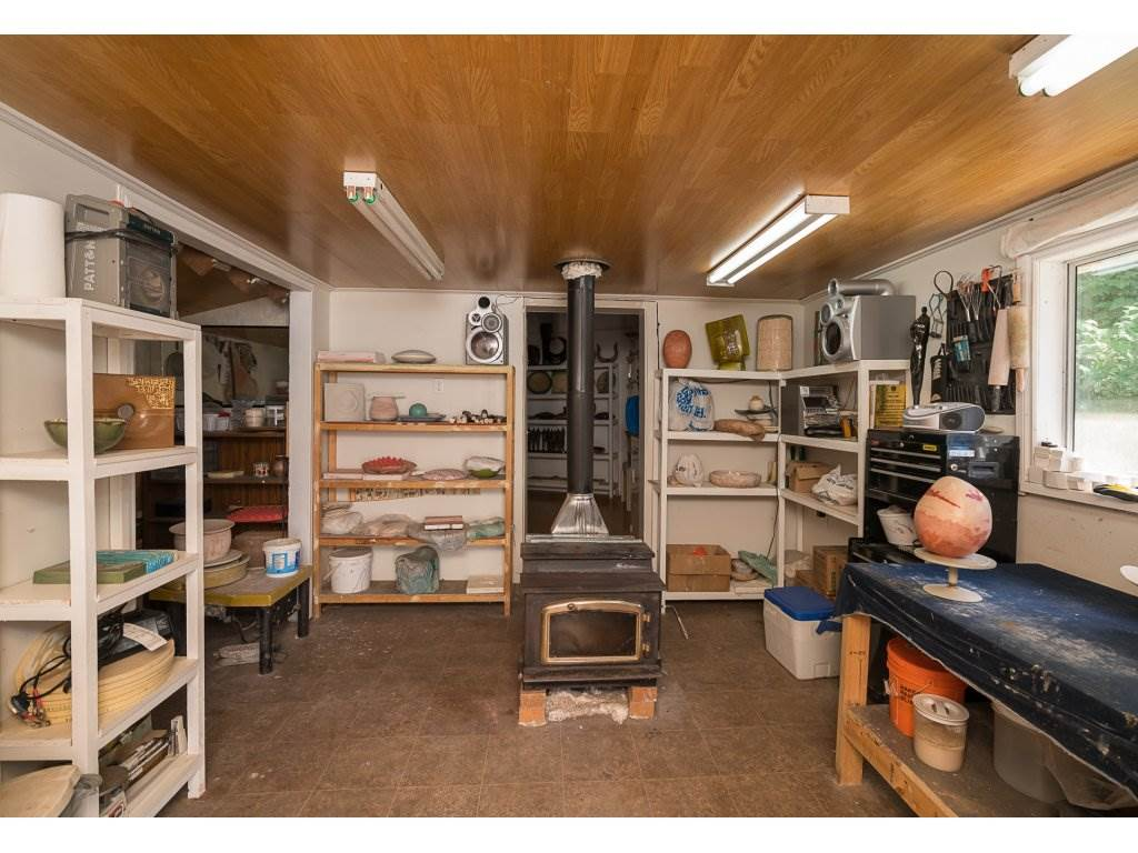 Detached at 45942 SLEEPY HOLLOW ROAD, Cultus Lake, British Columbia. Image 20