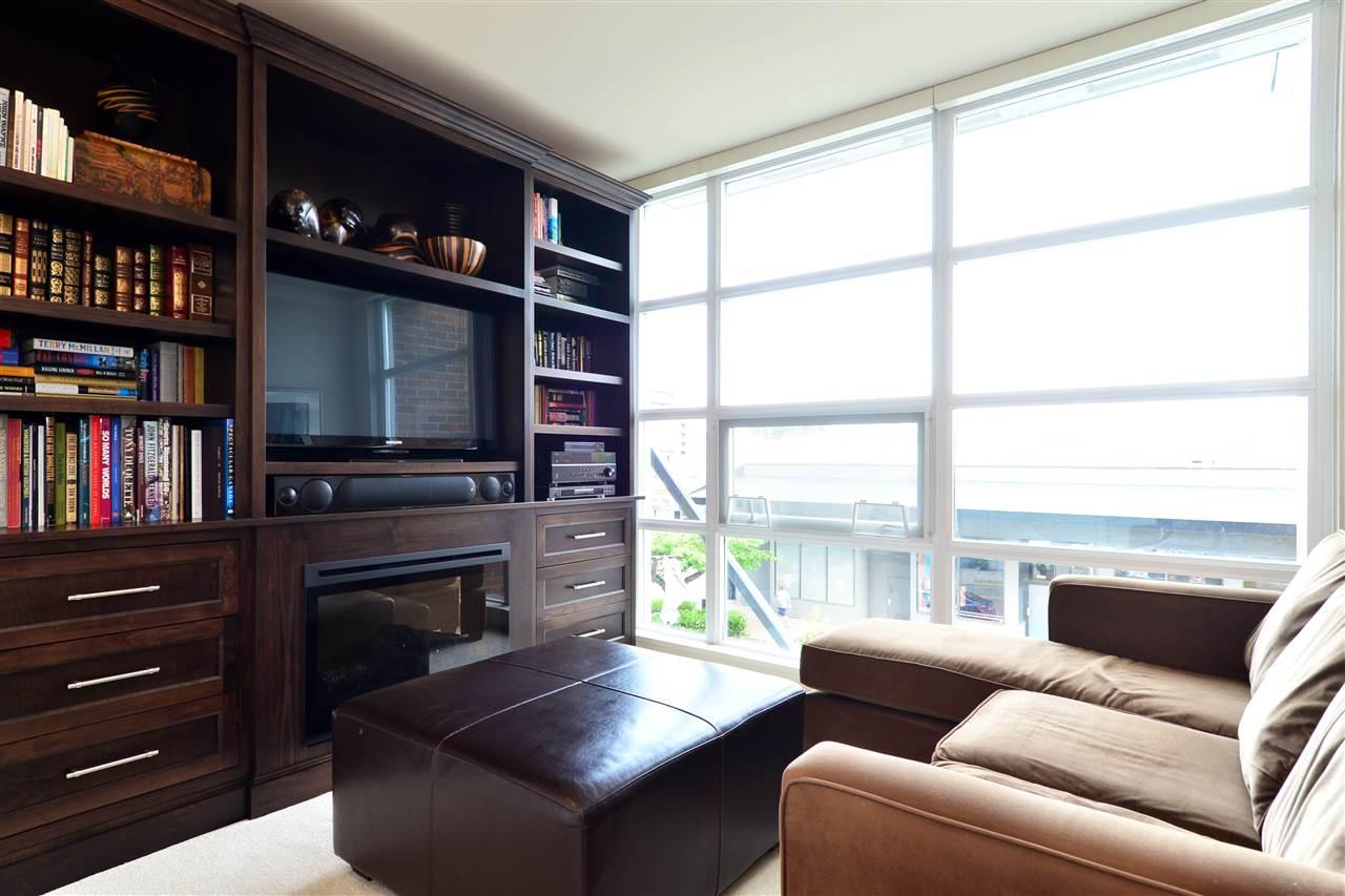 Condo Apartment at 204 15152 RUSSELL AVENUE, Unit 204, South Surrey White Rock, British Columbia. Image 4
