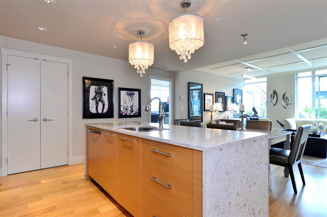 Condo Apartment at 204 15152 RUSSELL AVENUE, Unit 204, South Surrey White Rock, British Columbia. Image 5