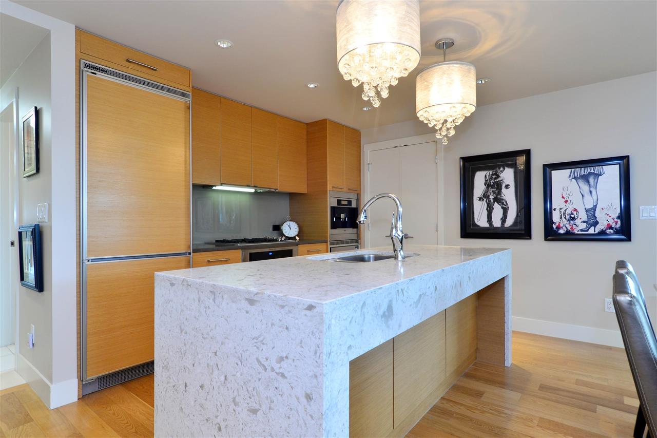 Condo Apartment at 204 15152 RUSSELL AVENUE, Unit 204, South Surrey White Rock, British Columbia. Image 6
