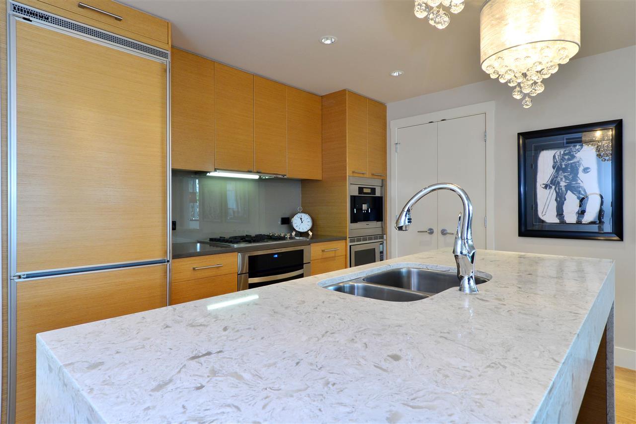 Condo Apartment at 204 15152 RUSSELL AVENUE, Unit 204, South Surrey White Rock, British Columbia. Image 7