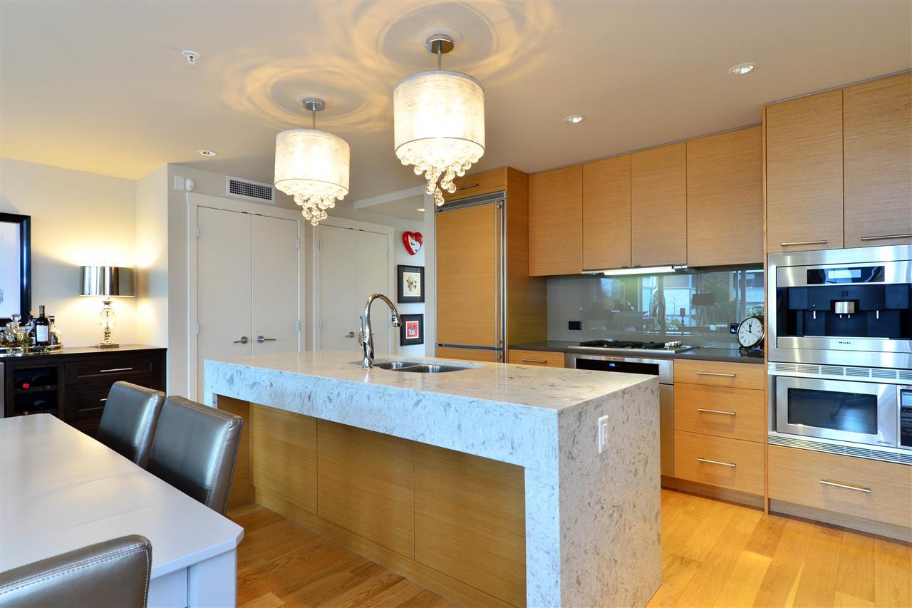 Condo Apartment at 204 15152 RUSSELL AVENUE, Unit 204, South Surrey White Rock, British Columbia. Image 8