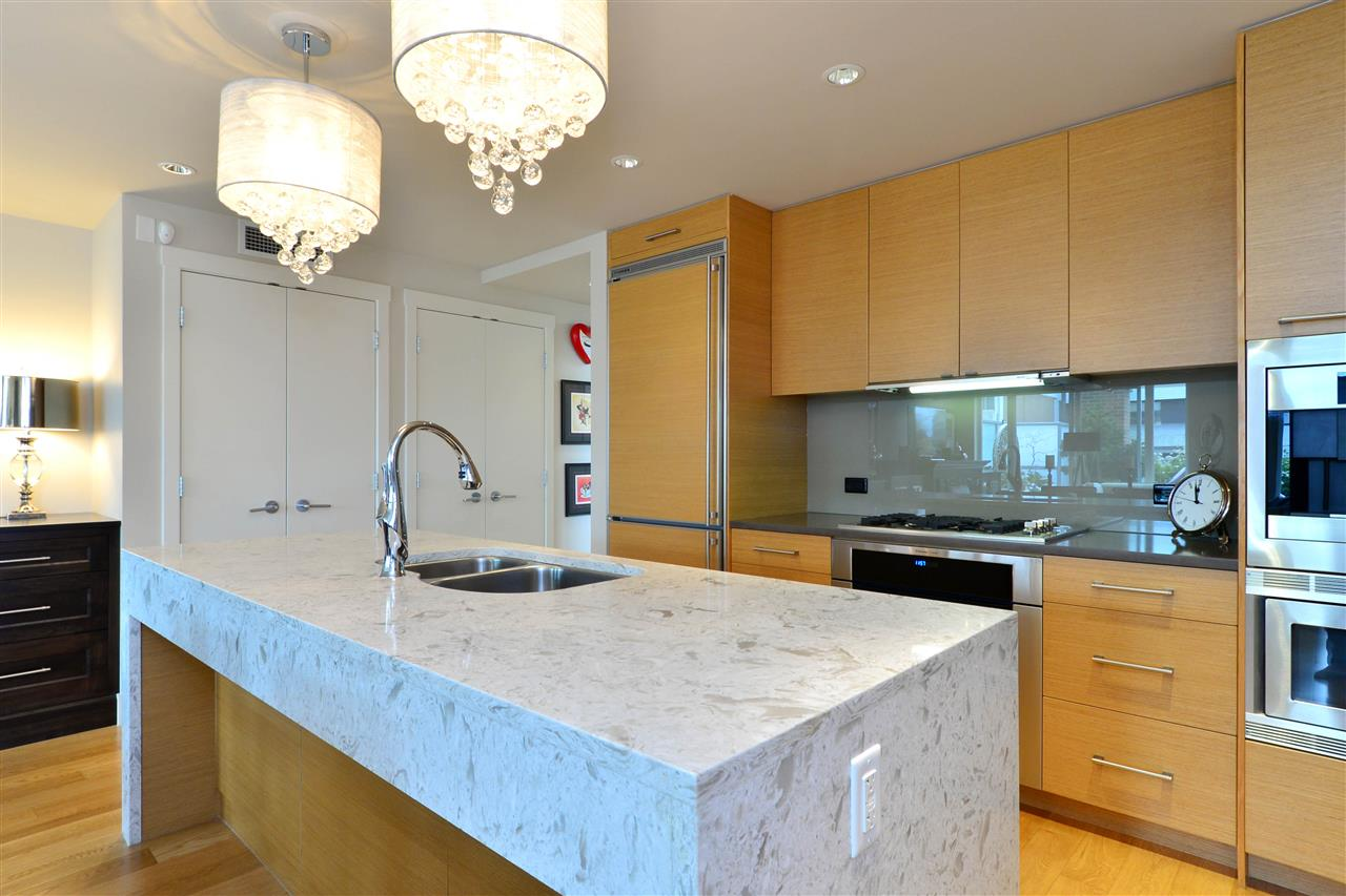 Condo Apartment at 204 15152 RUSSELL AVENUE, Unit 204, South Surrey White Rock, British Columbia. Image 9