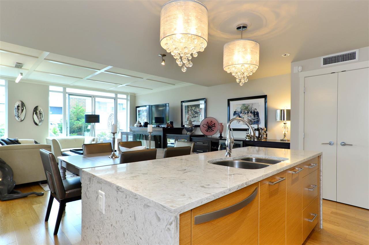 Condo Apartment at 204 15152 RUSSELL AVENUE, Unit 204, South Surrey White Rock, British Columbia. Image 10