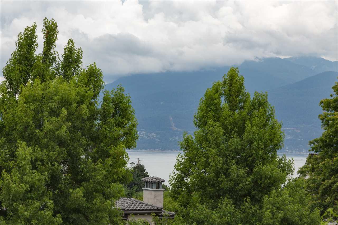 Half-duplex at 5972 CHANCELLOR BOULEVARD, Vancouver West, British Columbia. Image 2