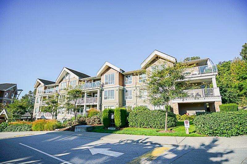 Condo Apartment at 302 6420 194 STREET, Unit 302, Cloverdale, British Columbia. Image 2