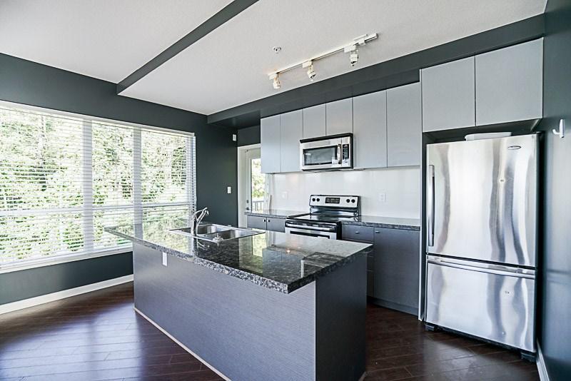 Condo Apartment at 302 6420 194 STREET, Unit 302, Cloverdale, British Columbia. Image 6