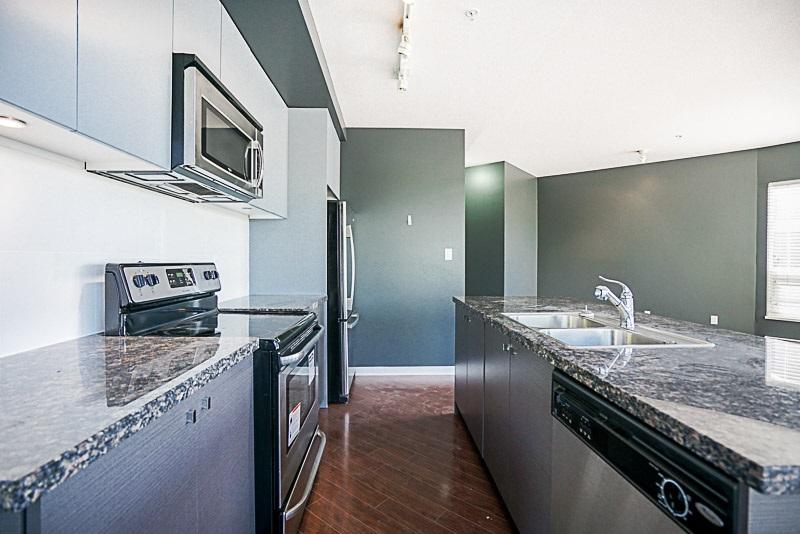 Condo Apartment at 302 6420 194 STREET, Unit 302, Cloverdale, British Columbia. Image 7