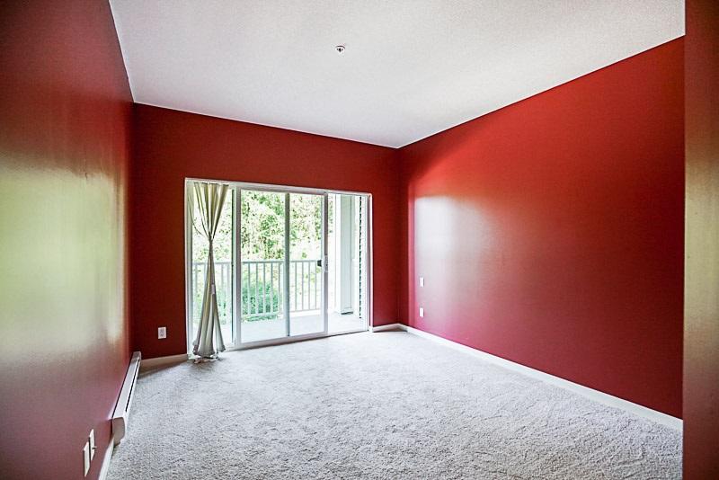 Condo Apartment at 302 6420 194 STREET, Unit 302, Cloverdale, British Columbia. Image 9