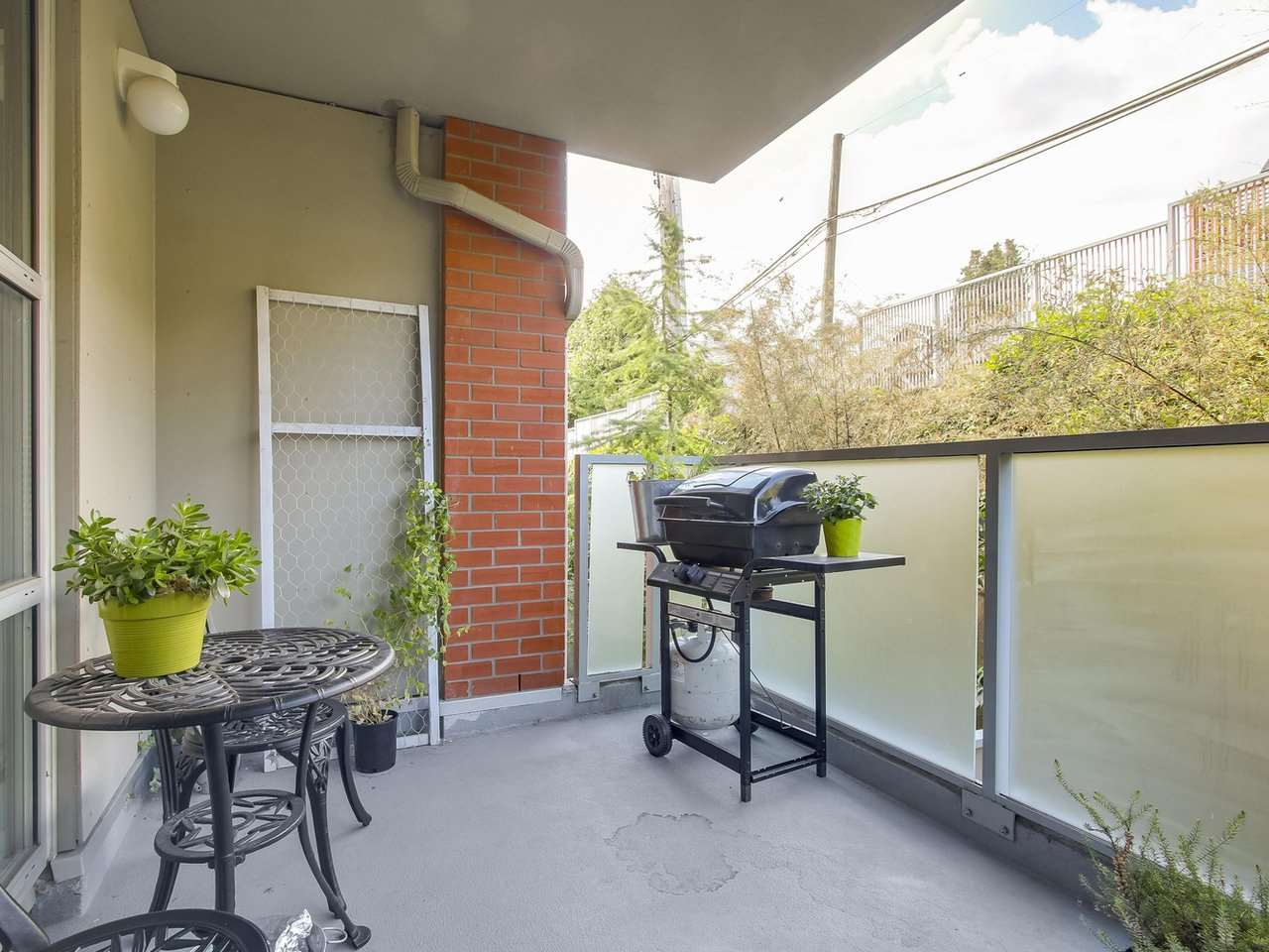 Condo Apartment at 211 3811 HASTINGS STREET, Unit 211, Burnaby North, British Columbia. Image 15