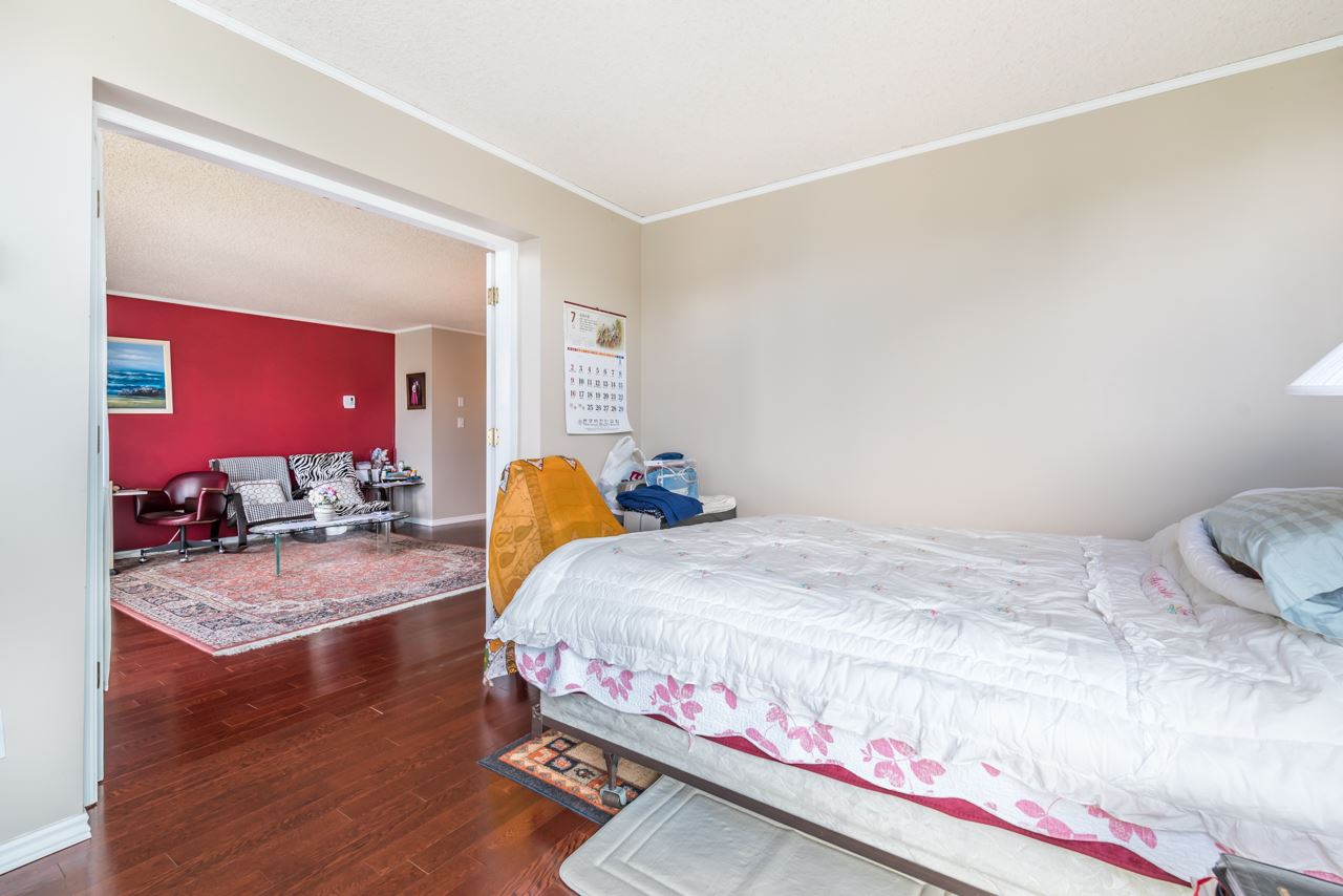 Condo Apartment at 901 121 TENTH STREET, Unit 901, New Westminster, British Columbia. Image 6