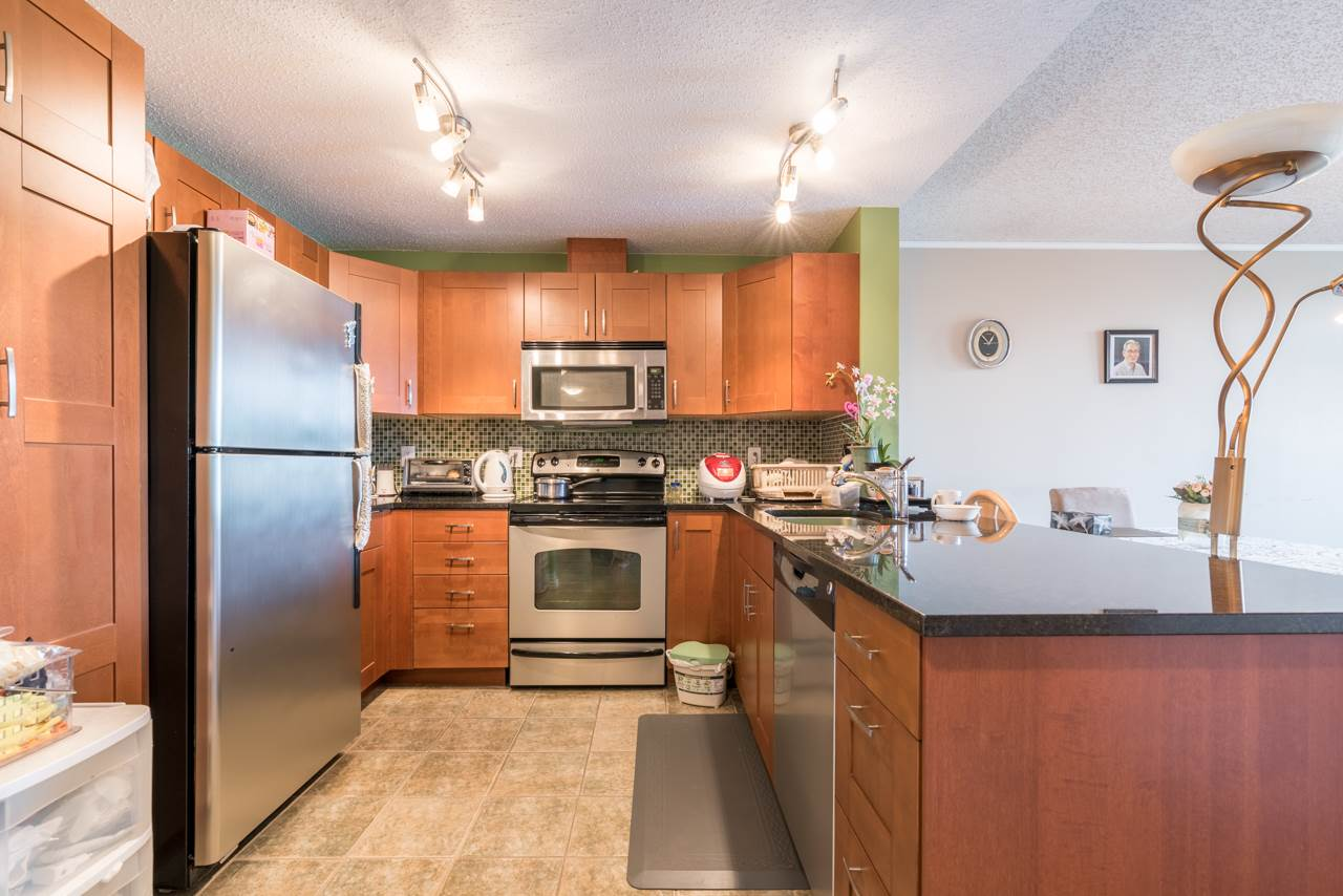 Condo Apartment at 901 121 TENTH STREET, Unit 901, New Westminster, British Columbia. Image 11