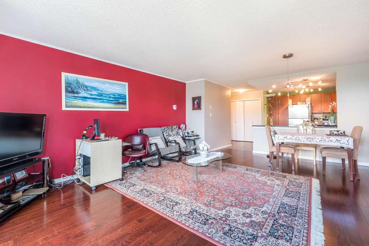 Condo Apartment at 901 121 TENTH STREET, Unit 901, New Westminster, British Columbia. Image 14