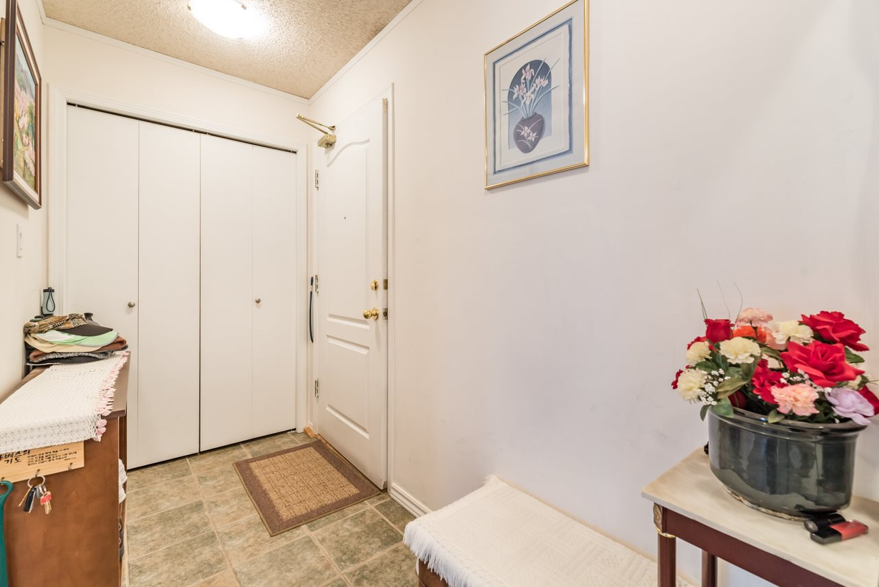 Condo Apartment at 901 121 TENTH STREET, Unit 901, New Westminster, British Columbia. Image 18