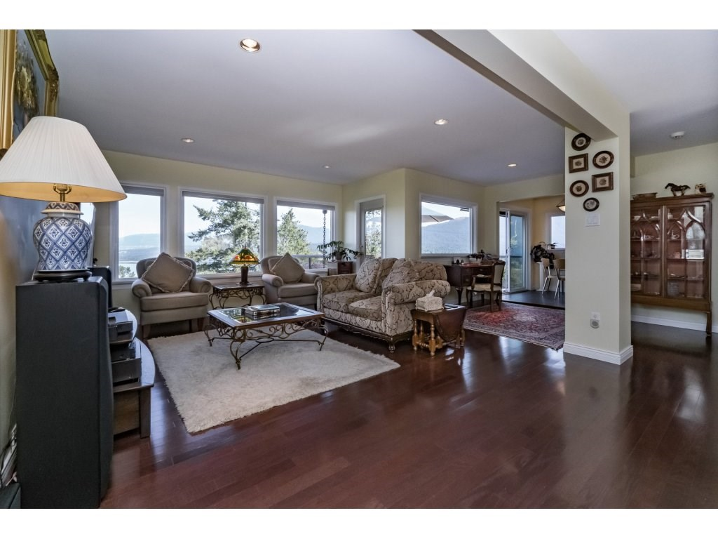 Detached at 7324 BRAESIDE DRIVE, Burnaby North, British Columbia. Image 5