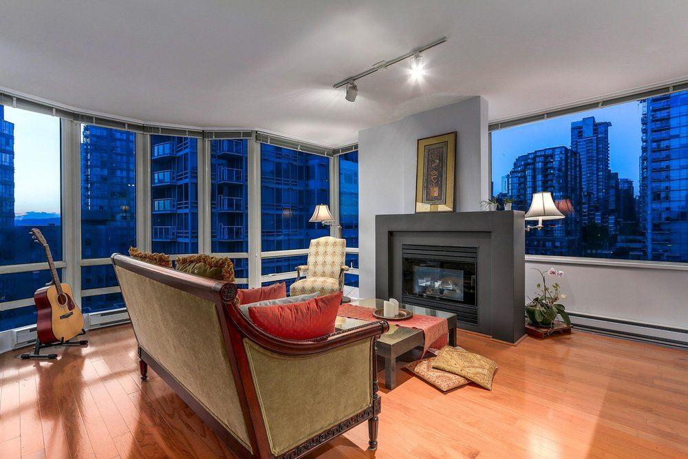 Condo Apartment at 1204 1501 HOWE STREET, Unit 1204, Vancouver West, British Columbia. Image 5