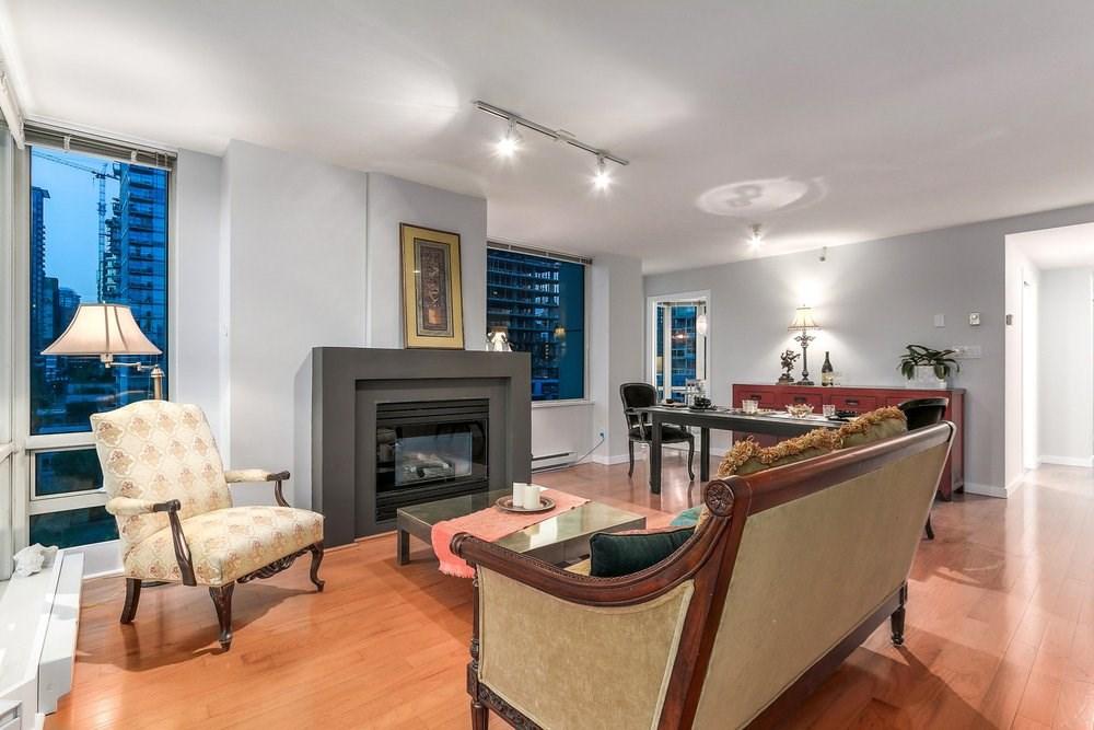 Condo Apartment at 1204 1501 HOWE STREET, Unit 1204, Vancouver West, British Columbia. Image 7