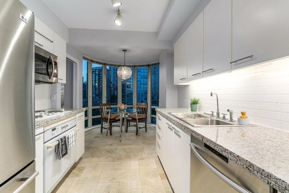 Condo Apartment at 1204 1501 HOWE STREET, Unit 1204, Vancouver West, British Columbia. Image 8