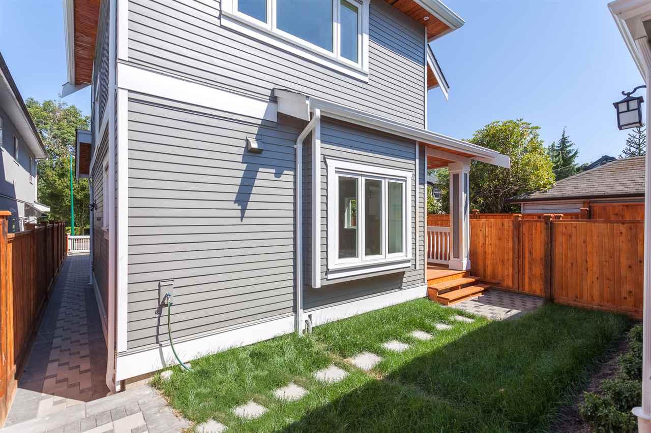 Half-duplex at 3129 VICTORIA DRIVE, Vancouver East, British Columbia. Image 1