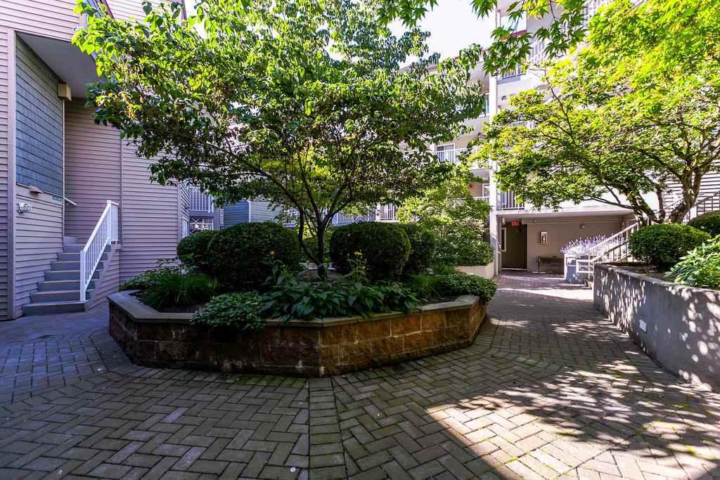 Condo Apartment at 423 528 ROCHESTER AVENUE, Unit 423, Coquitlam, British Columbia. Image 19