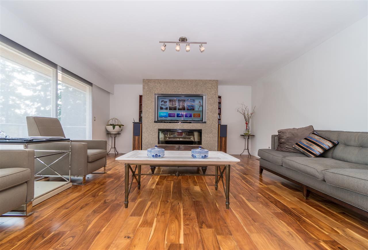 Detached at 4602 WOODGREEN DRIVE, West Vancouver, British Columbia. Image 2