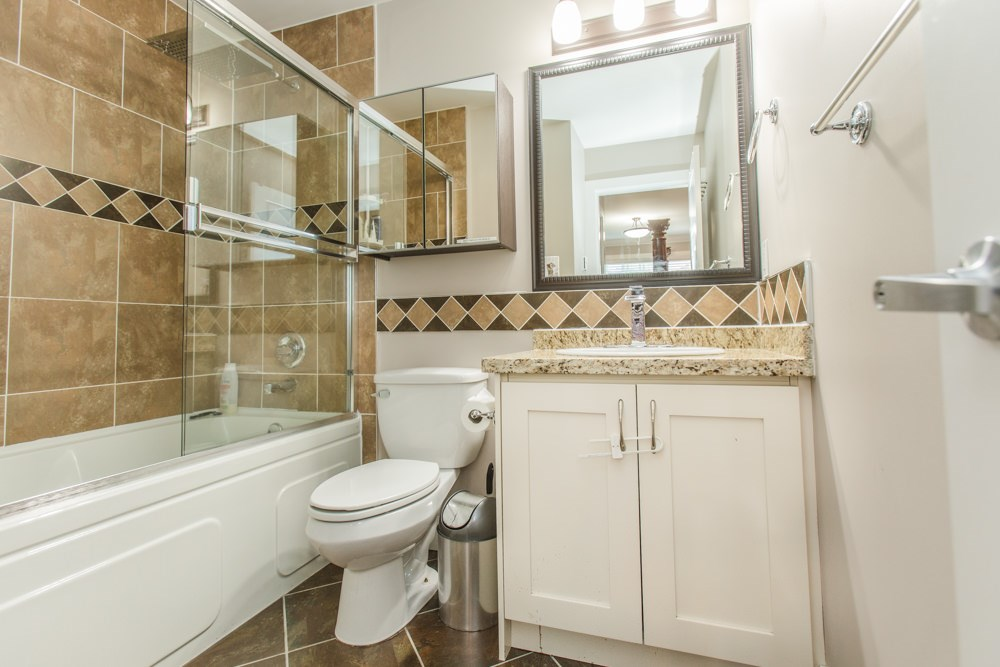 Townhouse at 102 3333 DEWDNEY TRUNK ROAD, Unit 102, Port Moody, British Columbia. Image 14