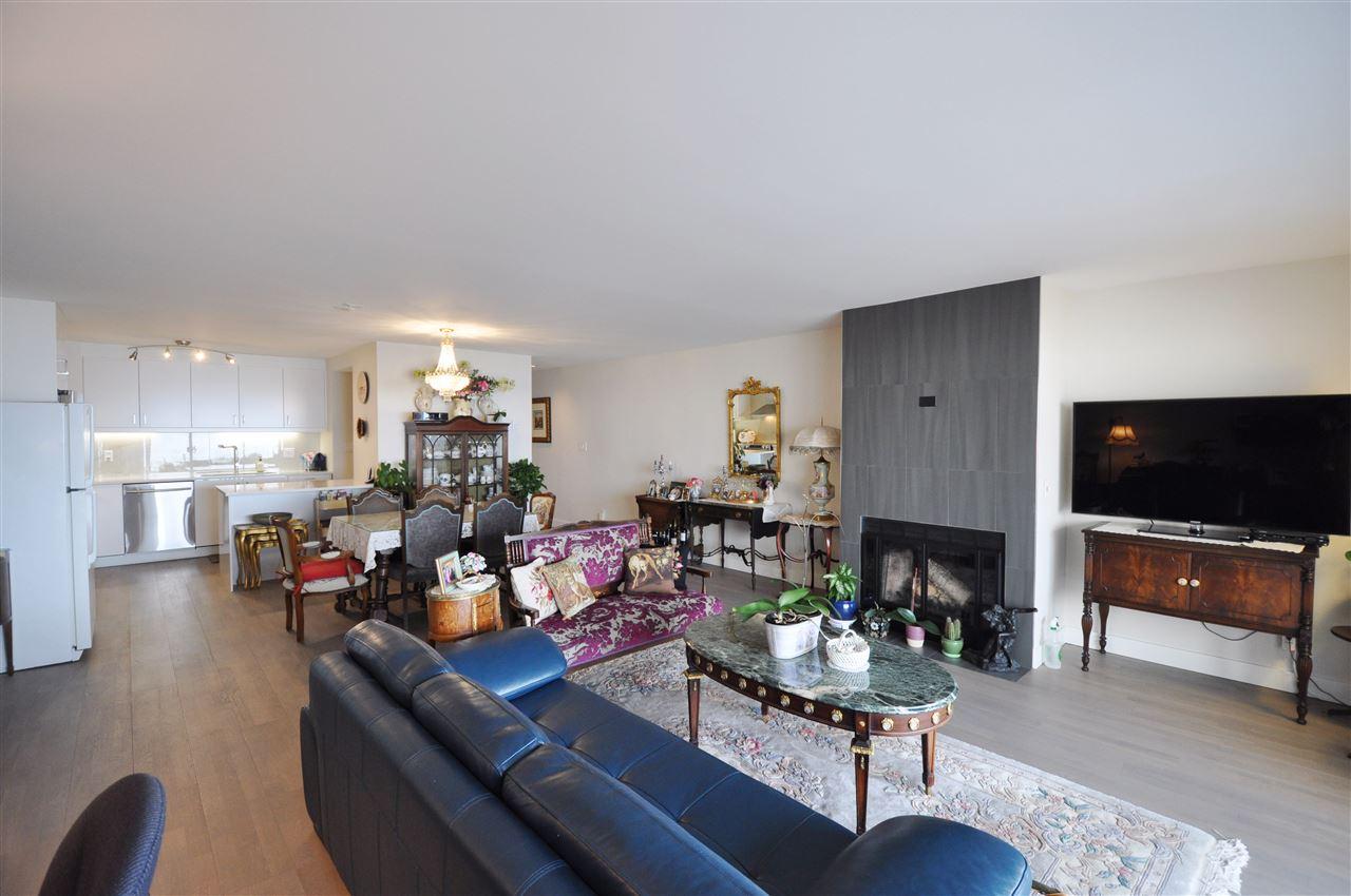 Condo Apartment at 111 2274 FOLKESTONE WAY, Unit 111, West Vancouver, British Columbia. Image 8