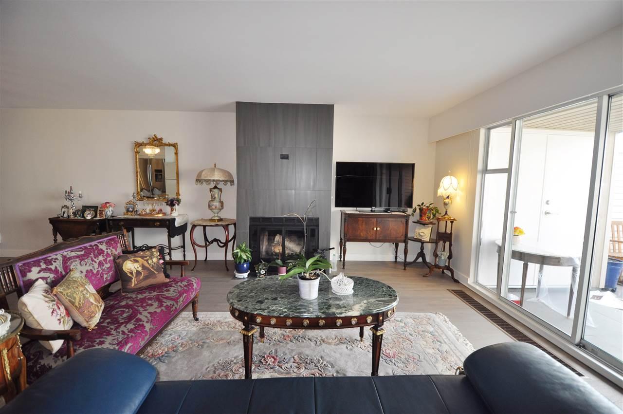 Condo Apartment at 111 2274 FOLKESTONE WAY, Unit 111, West Vancouver, British Columbia. Image 9