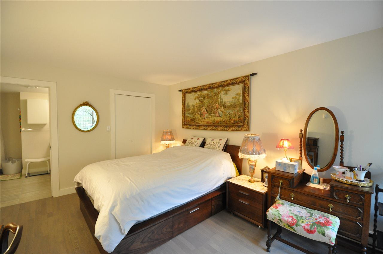 Condo Apartment at 111 2274 FOLKESTONE WAY, Unit 111, West Vancouver, British Columbia. Image 11
