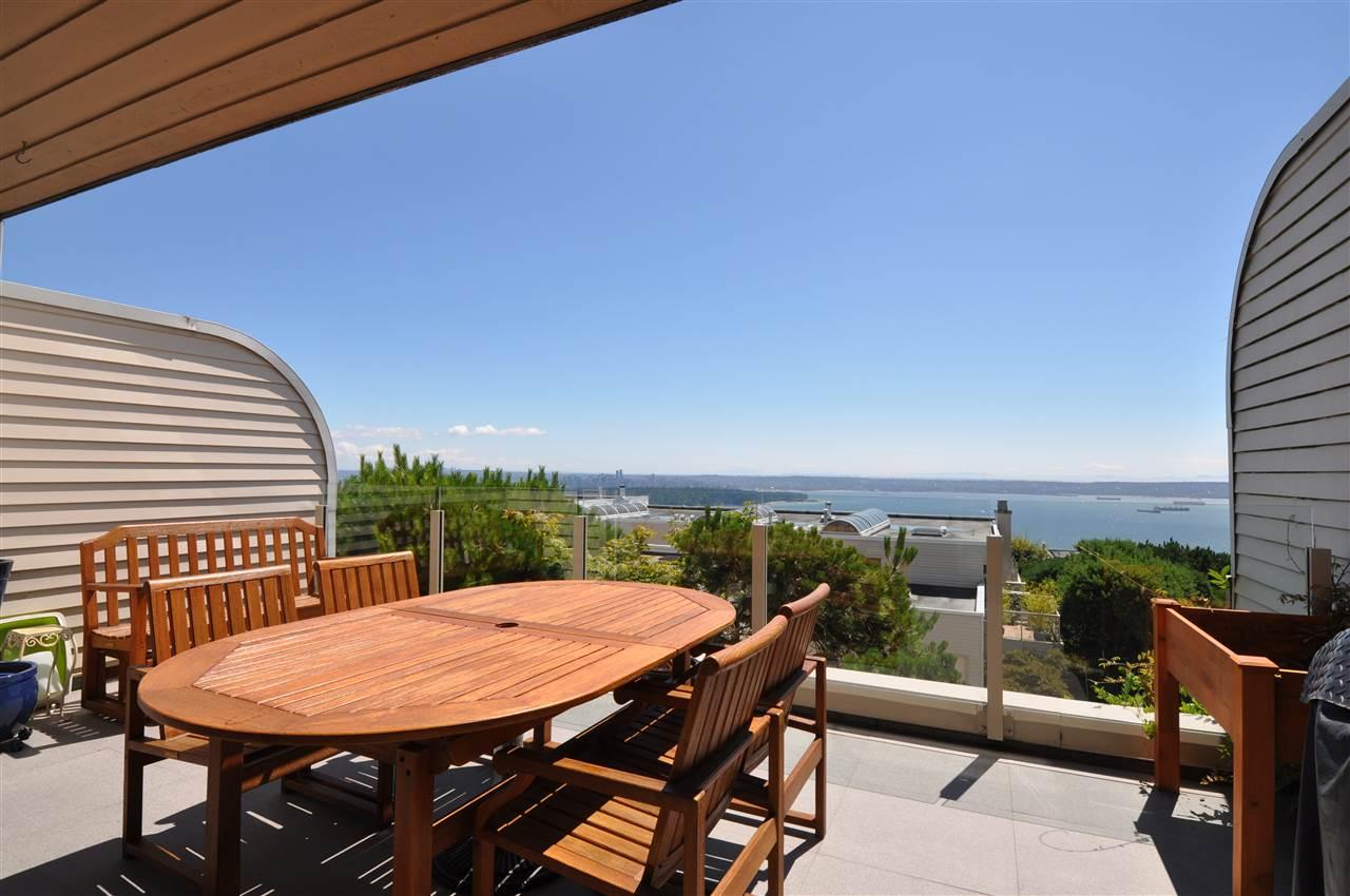 Condo Apartment at 111 2274 FOLKESTONE WAY, Unit 111, West Vancouver, British Columbia. Image 18