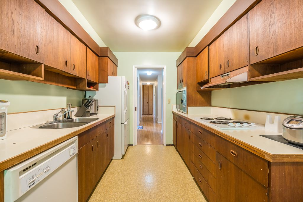 Detached at 5865 SPERLING AVENUE, Burnaby South, British Columbia. Image 5