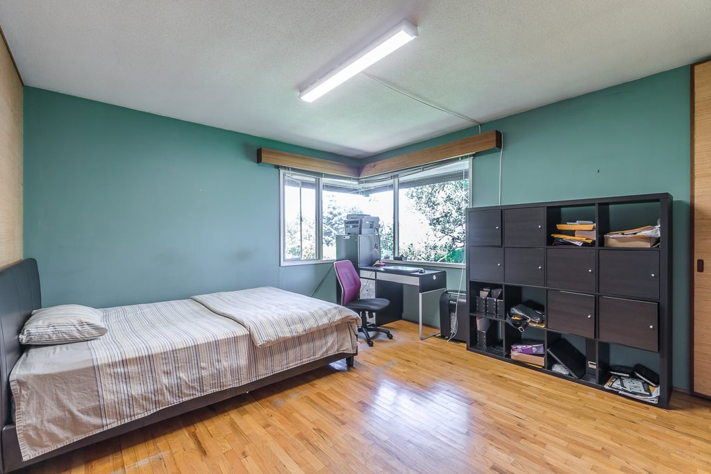 Detached at 5865 SPERLING AVENUE, Burnaby South, British Columbia. Image 12