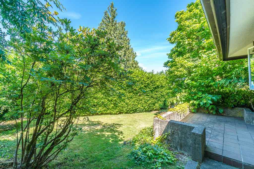 Detached at 5865 SPERLING AVENUE, Burnaby South, British Columbia. Image 16