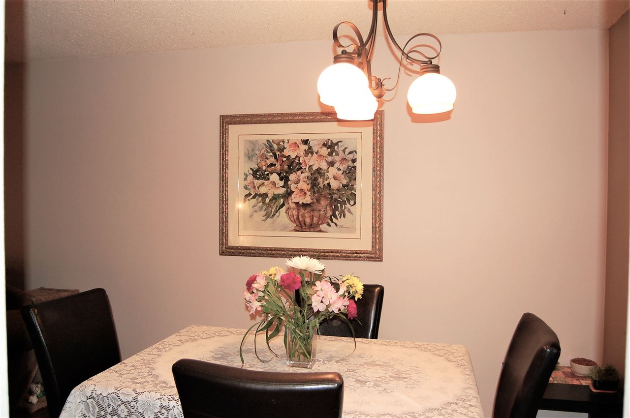 Condo Apartment at 111 200 WESTHILL PLACE, Unit 111, Port Moody, British Columbia. Image 4