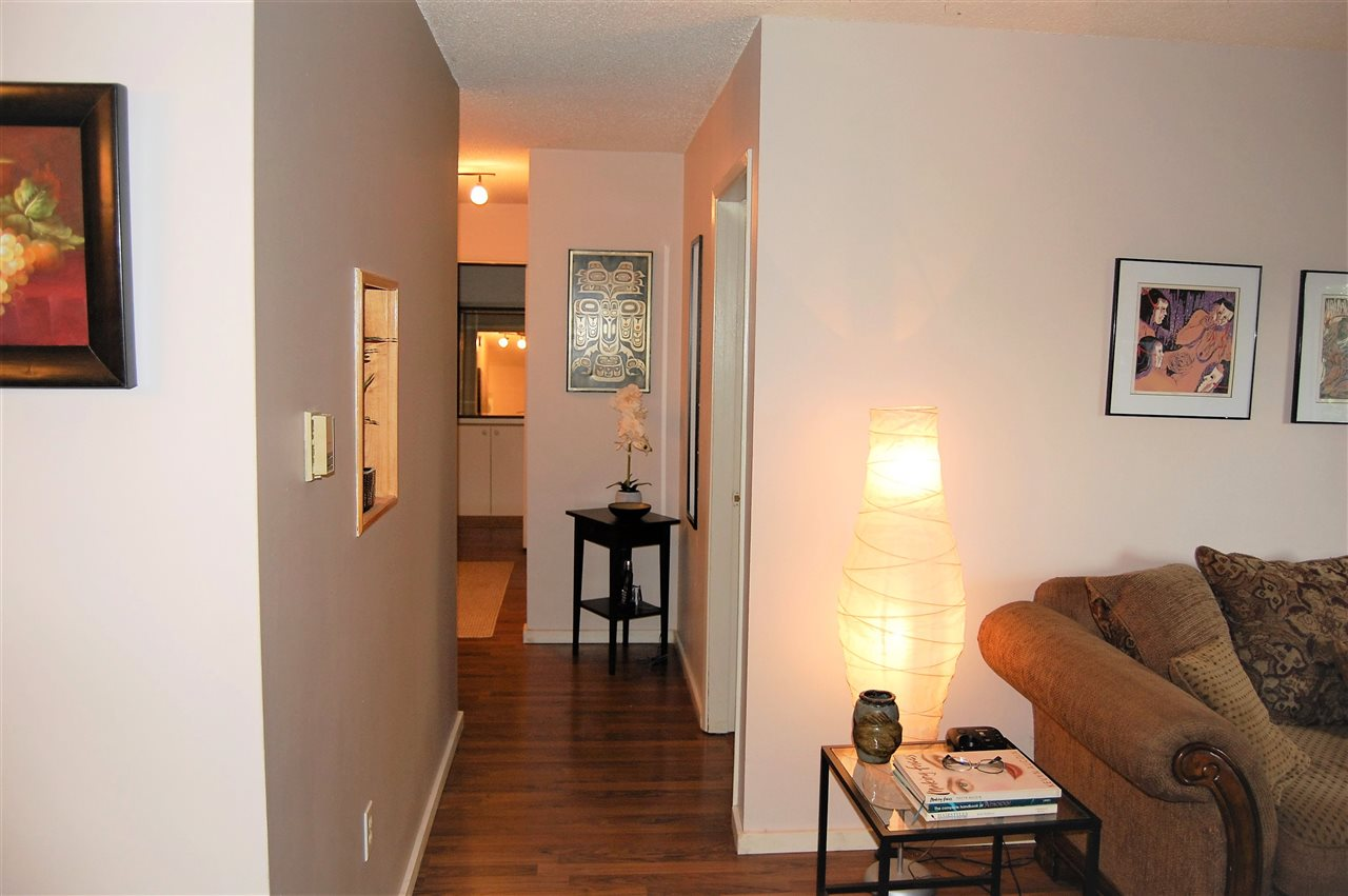 Condo Apartment at 111 200 WESTHILL PLACE, Unit 111, Port Moody, British Columbia. Image 5